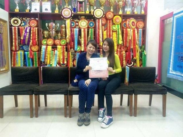 Master Thùy Linh Nguyễn với bằng tốt nghiệp Level C của Master Kang Yi